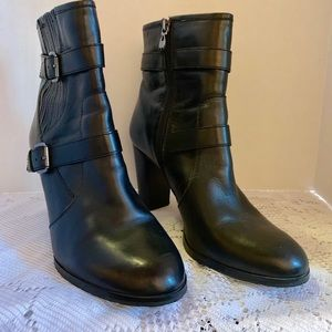 Tahari Robyn Ankle Boot Size 10 Black Leather